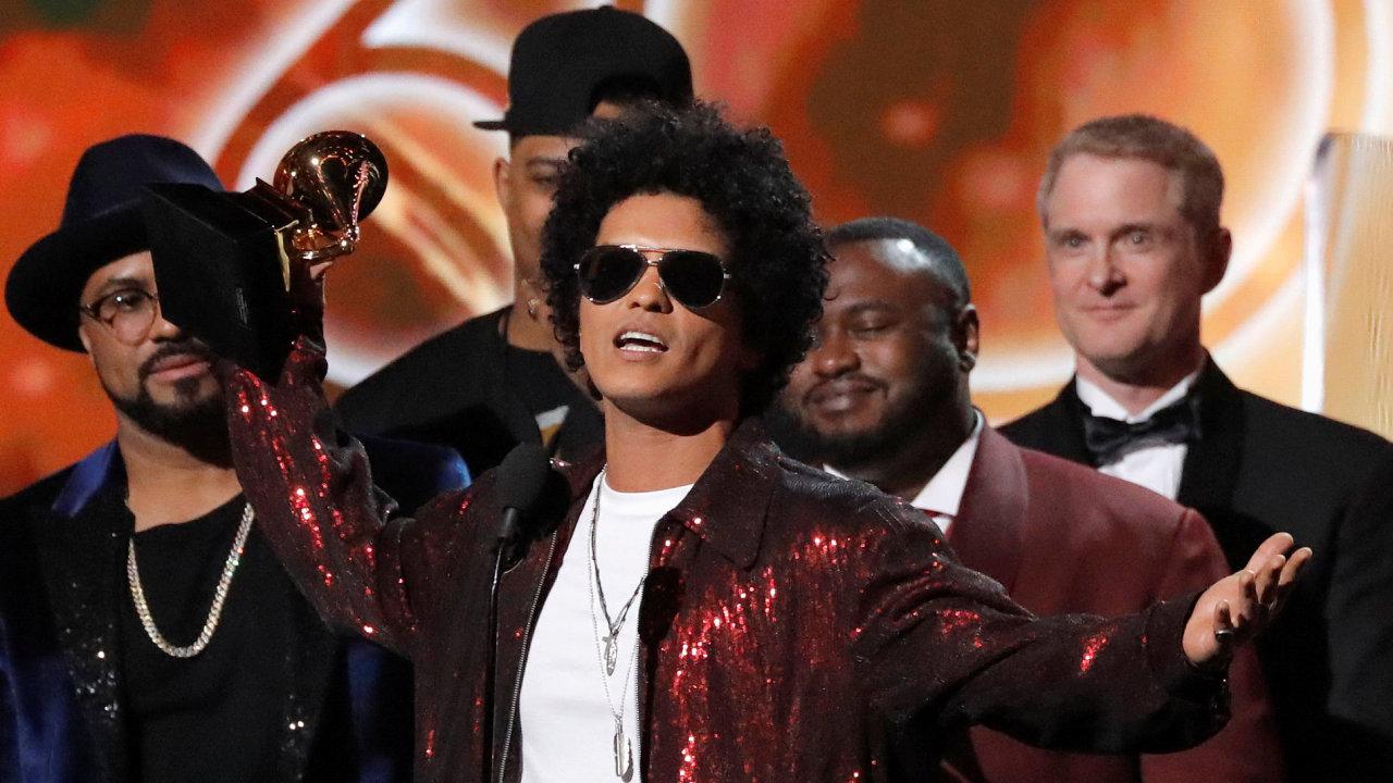 Bruno Mars ovládl ceny Grammy