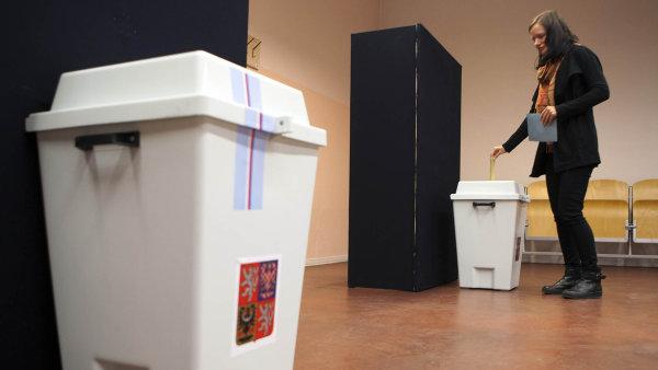 Volební změna by podle jejího iniciátora Jiřího Dienstbiera výběr senátorů zatraktivnila a mohla by zvýšit volební účast.