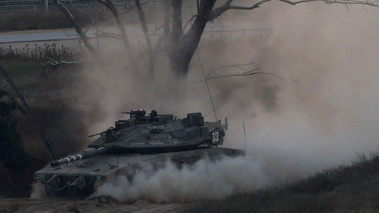 Izraelský tank u Pásma Gazy v úterý 29. května.