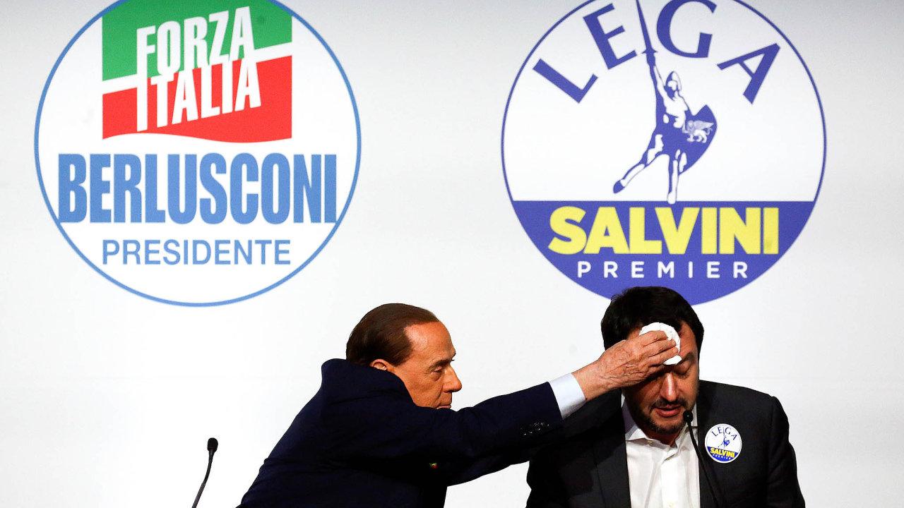 Silvio Berlusconi (vlevo) zůstává jedním z významných faktorů italské politiky, na jejím úplném vrcholu ho ale Italové už nechtějí. Vpravo ministr vnitra Matteo Salvini.