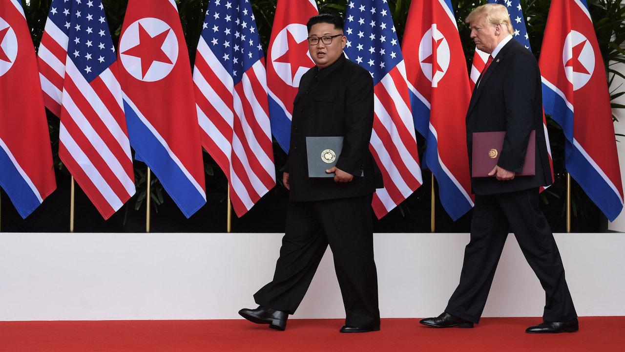 Americký prezident Donald Trump a vůdce KLDR Kim Čong-un se sešli na společném summitu v Singapuru.
