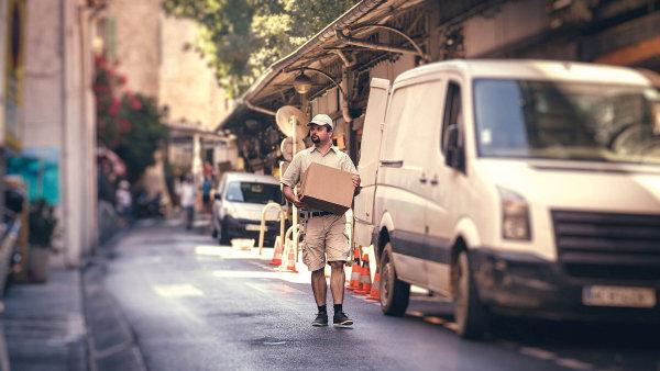 Evropská unie bude chtít od příštího roku po balíkových službách dodávat řadu informací, včetně cen za přepravu menších zásilek, které pak zveřejní na webu.