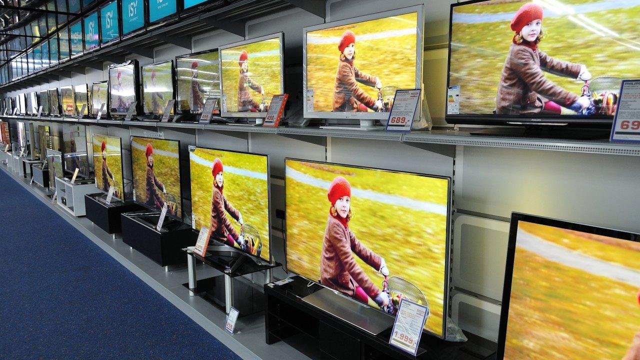 Změna televizního vysílání se dotkne uživatelů, budou si muset buď pořídit novou televizi, nebo vyměnit set-top-box.