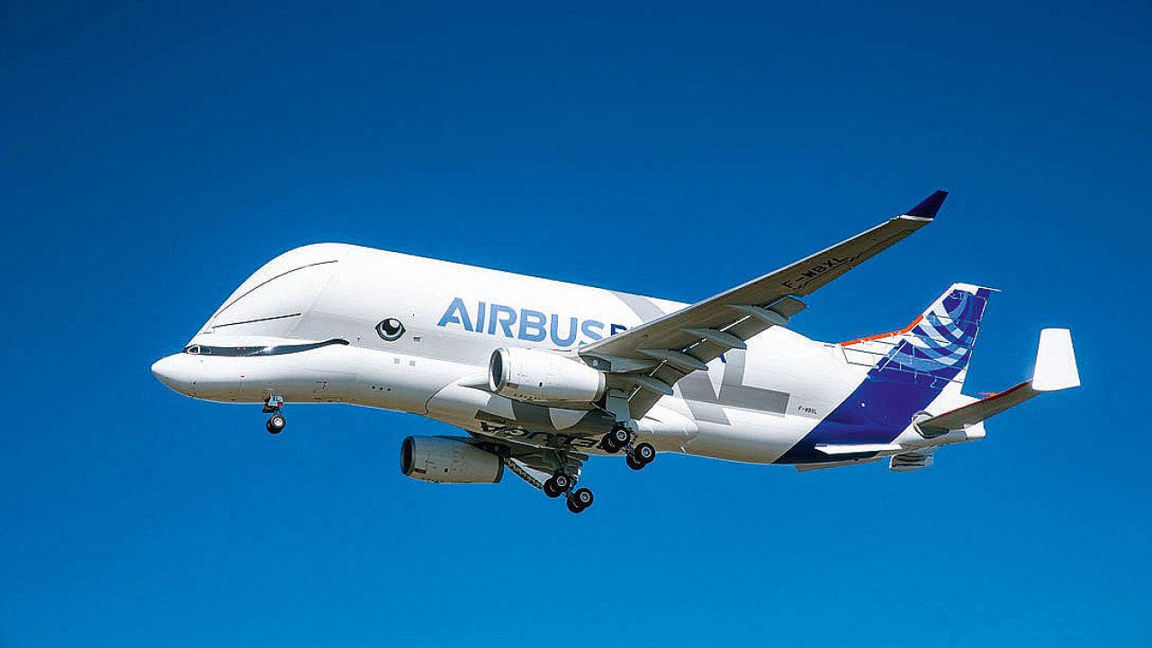 Společnost Airbus vyslala do vzduchu první z pětice nových nákladních letadel BelugaXL.