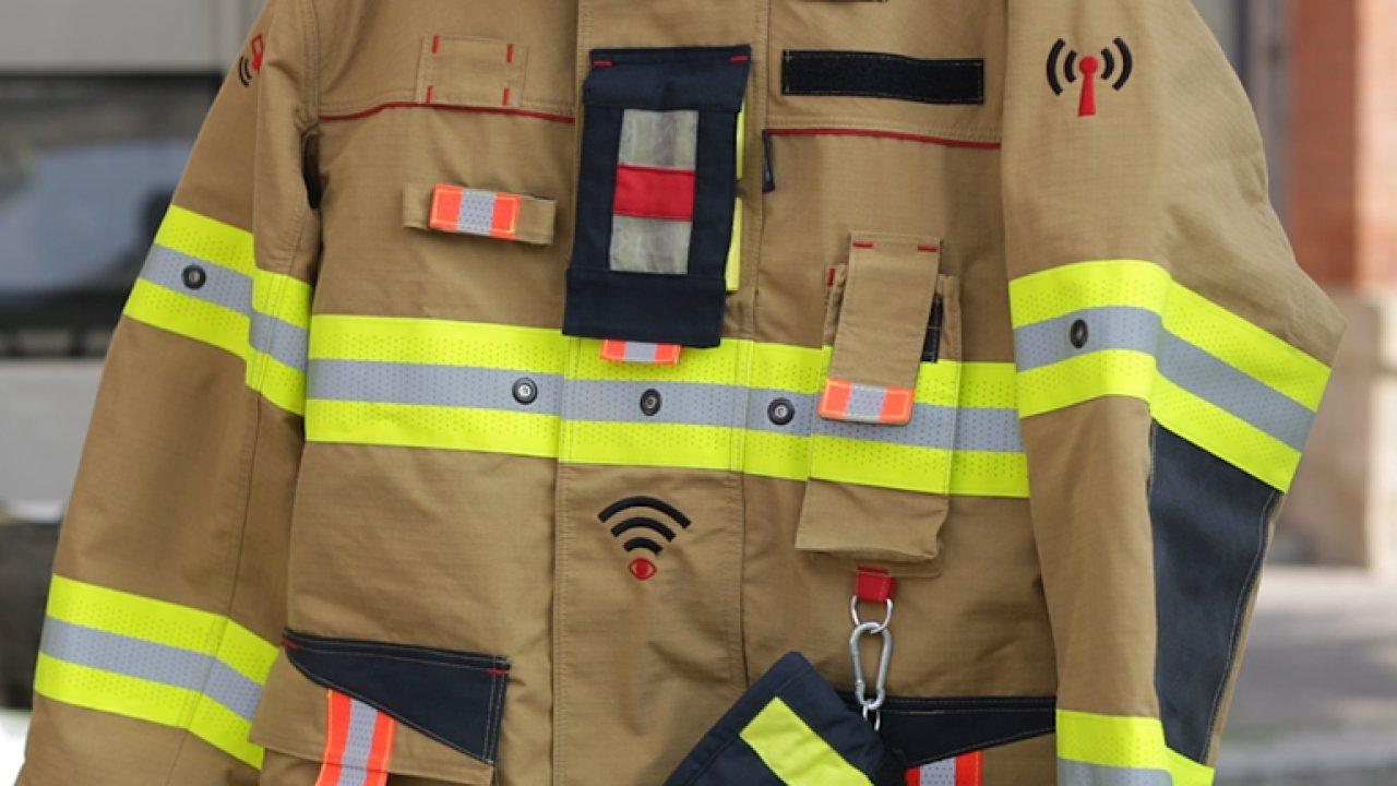 Chytrý hasičský oblek.
