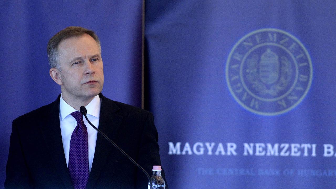 llmars Rimševičs je guvernérem Lotyšské národní banky odroku 2001. Nyní je obviněný z braní úplatků odmajitelů bank vpotížích.