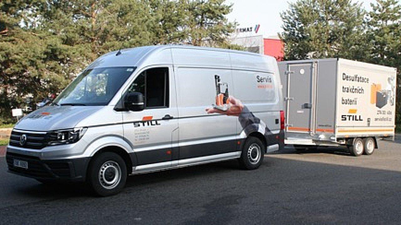 Nové vozidlo Still je vybaveno formátovacím zařízením a dalším vybavením pro regeneraci baterií.