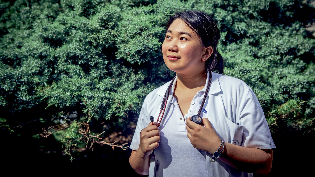 Lékařka Pham Thu Thao odložila české jméno Maruška, s nímž vyrůstala, až na vysoké škole.