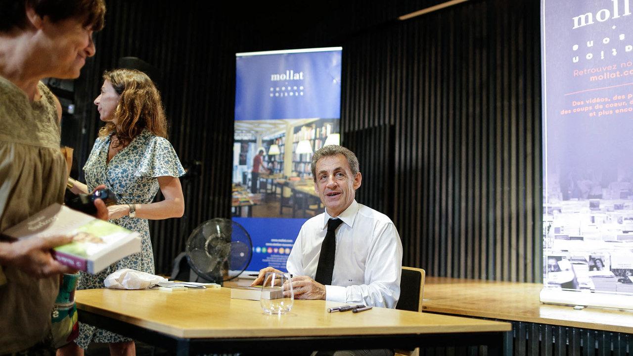 Změna stylu. Dosud psal bývalý francouzský prezident Nicolas Sarkozy politické knihy. Teď přišel s životopisem aučtenářů boduje.