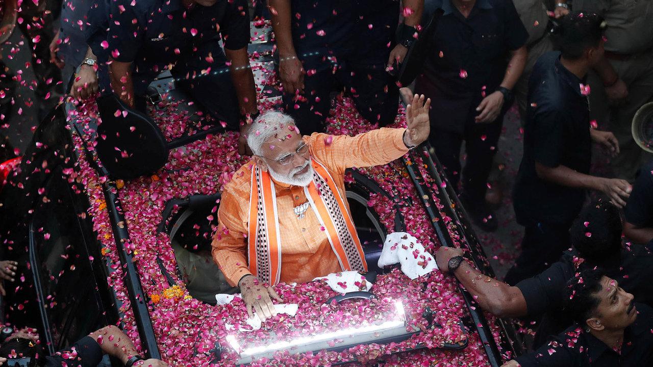 Přesvědčivé vítězství. Vládní Indická lidová strana (BJP) premiéra Naréndry Módího vyhrála vkvětnu volby. Pro ekonomiku tím skončilo období nejistoty.