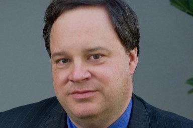 James Bradford DeLong, bývalý zástupce náměstka ministrafinancí USA, je profesoremekonomie naKalifornské univerzitě vBerkeley avědeckým spolupracovníkem Národního úřadupro ekonomický výzkum.
