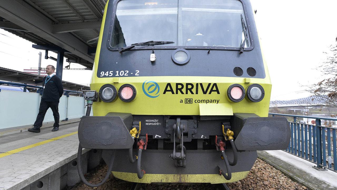 Arrivě se daří získávat vevropských zemích kontrakty naosobní železniční dopravu. Většinou nabízí nižší ceny než konkurence. Nasnímku je souprava jezdící nalince zpražské Hostivaře doRoztok.