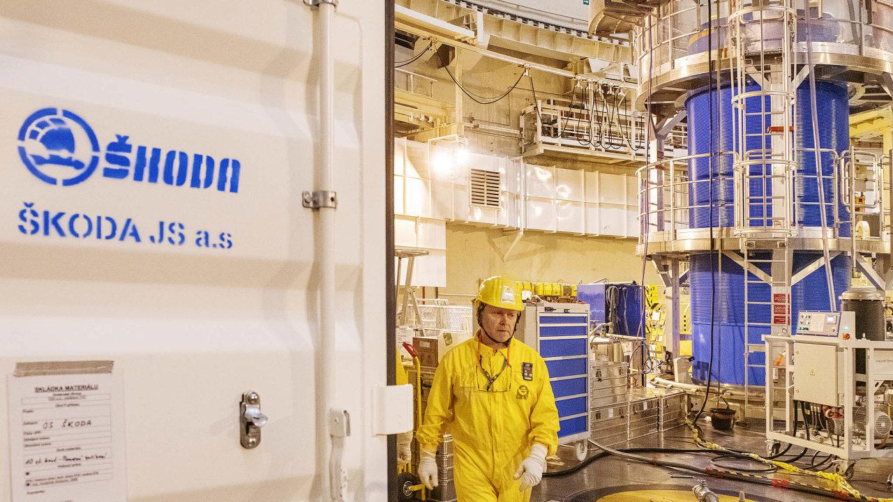 Škoda JS vyrábí mimo jiné i kontejnery na vyhořelé jaderné palivo. Jeden z nich (modrý vpravo) je i v elektrárně Temelín (na snímku z letošního března).