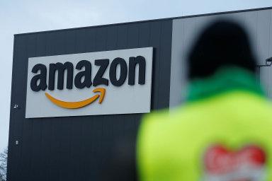 Společnost Amazon dosud, stejně jako Google aApple, odmítala, aby si lidé kjejím chytrým výrobkům dokupovali zboží oddvou hlavních konkurentů.