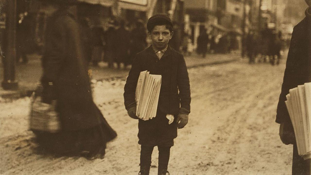 Jedenáctiletý prodavač novin Emil Ruscipto, Schenectady, stát New York, únor 1910.