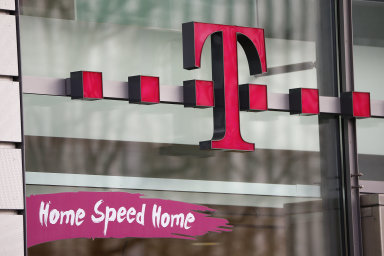T-Mobile je součástí mezinárodní telekomunikační skupiny Deutsche Telekom a mateřská společnost na budování optických připojení v tuzemsku vyčlenila až 600 milionů eur.