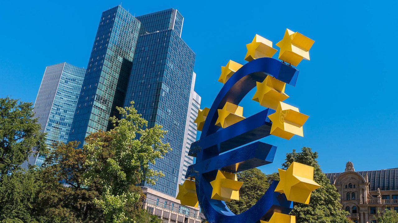 VeFrankfurtu je tento týden naprogramu zasedání Evropské centrální banky. Bankéři budou jednat odalším nastavení měnové politiky veurozóně.