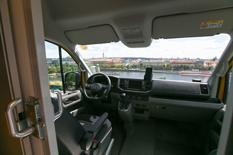 Vozy Volkswagen e-Crafter v barvách DHL Express ujedou na jedno nabití až 173 kilometrů a dosahují elektronicky omezené nejvyšší rychlosti 90 km/h.