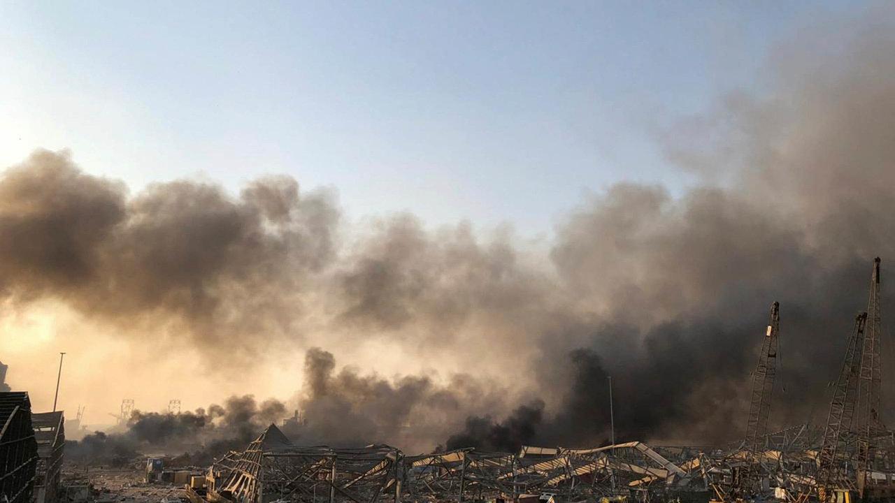 Libanonskou metropolí Bejrútem vúterý odpoledne otřásly silné exploze, které podle agentury Reuters nepřežilo nejméně 10 lidí. Došlo knimvoblasti, kde jsou sklady svýbušninami.
