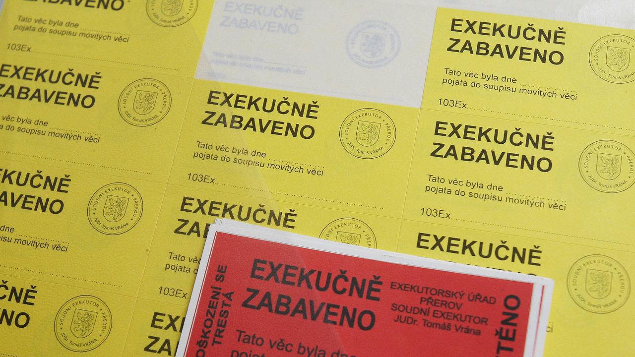 V centrální evidenci exekucí je v Česku 821 tisíc lidí. Vede se proti nim skoro 4,5 milionu exekucí.