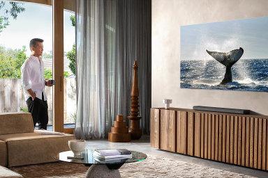 Nejlepší televize od Samsungu si umí vymyslet i 8K rozlišení a všechny kabely schová někam stranou