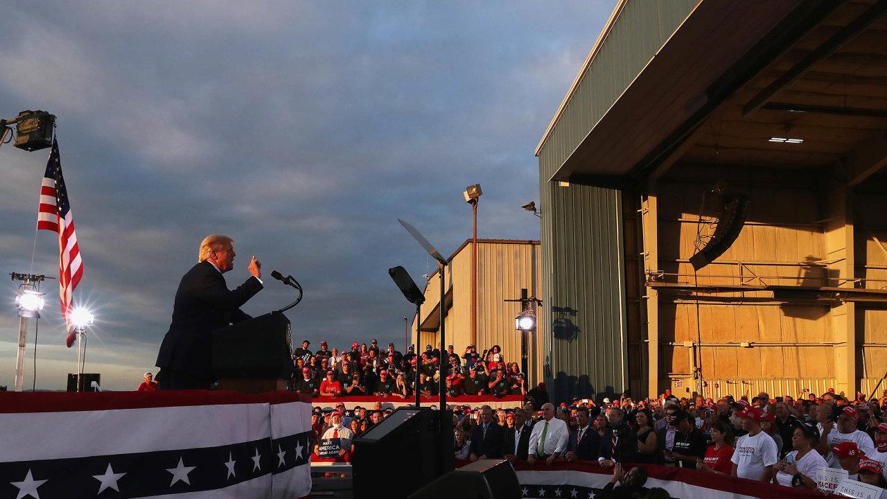 Donald Trump vzáří navštívil voliče vměstečku Latrobe uPittsburghu.