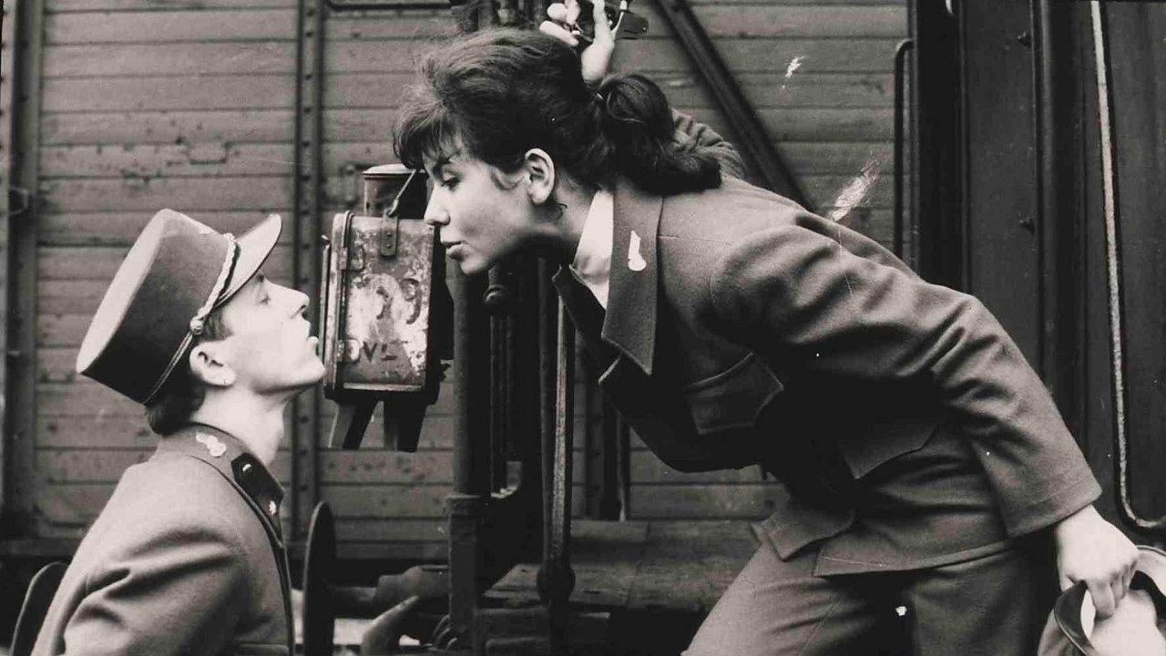 Ostře sledované vlaky. Film Jiřího Menzela zroku 1966 už patří mezi takřka historické filmy, stále je však oněj zájem.