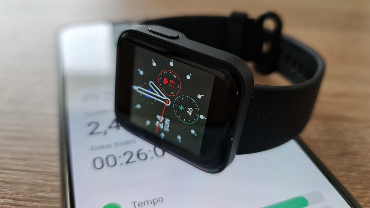 Levné chytré hodinky toho zvládnou opět o něco víc, i sledovat pohyb přes GPS bez telefonu