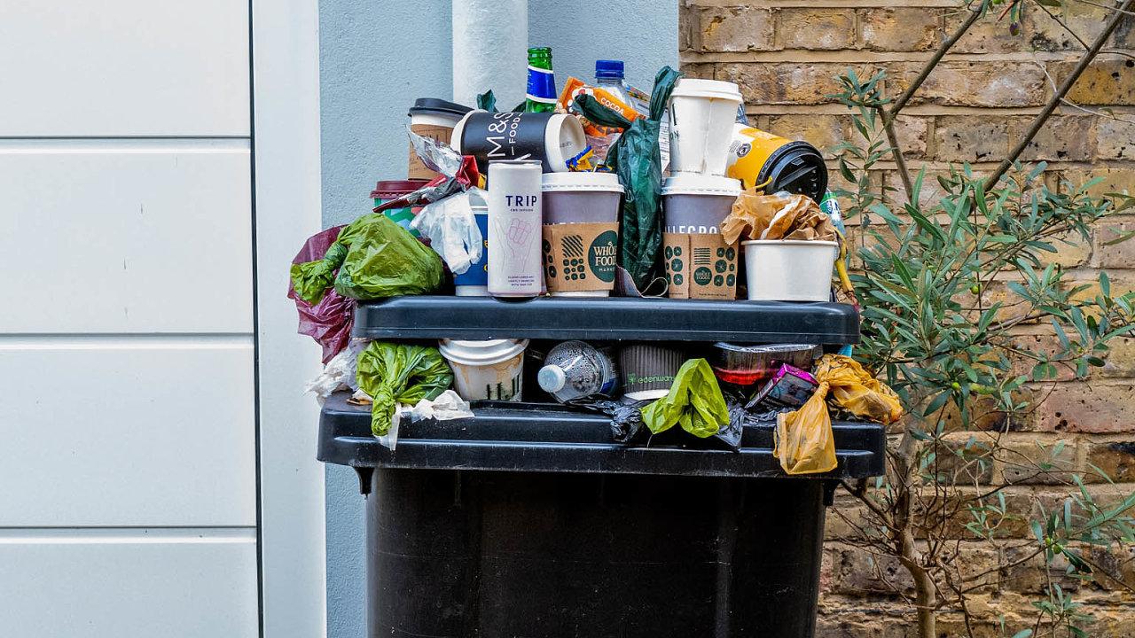 Havlíčkův Brod označil QR kódy přes 6100 občanských popelnic ovelikostech 110, 120, 240 a1100 litrů. Město tak má přehled, co vjeho popelnicích končí, odčehož si slibuje zlepšení třídění odpadů.