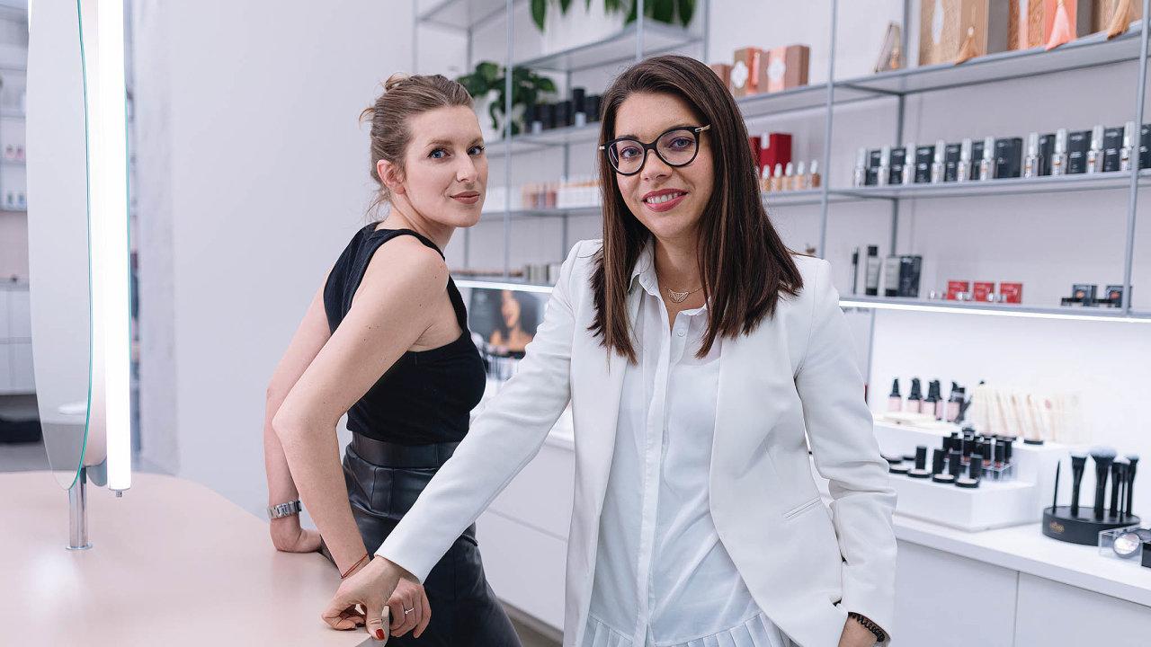 Zakladatelky Líčírny vizážistka Veronika Milá aprodukční Klára Nestěrová