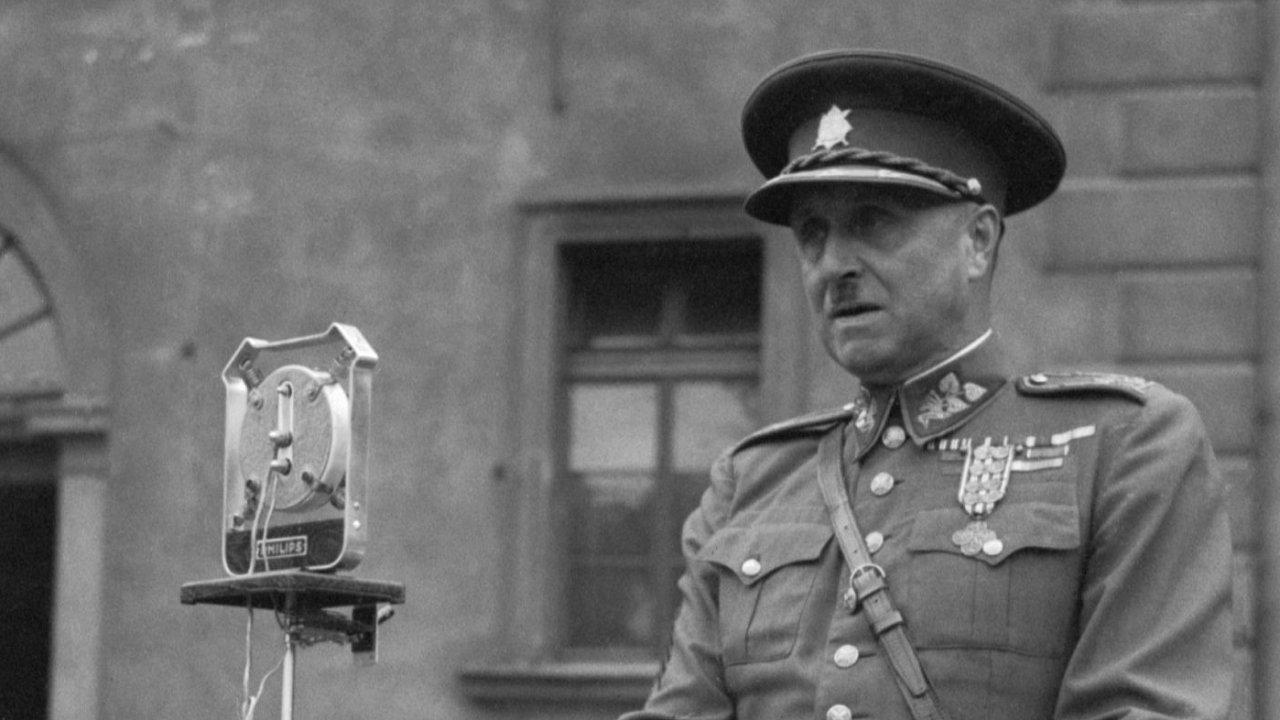 Generál Karel Kutlvašr nasnímku zezáří 1945. Otři roky později byl zatčen aodsouzen komunisty nadoživotí.