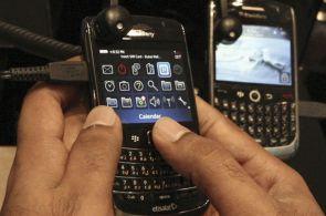Výrobci telefonu BlackBerry - společnosti Research In Motion - klesá zisk.