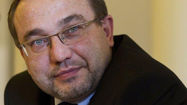 Ministr �kolstv� Josef Dobe�
