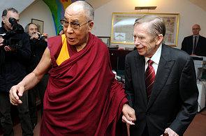 Nadace Forum 2000 zorganizovala například třídenní návštěvu Dalajlamy.