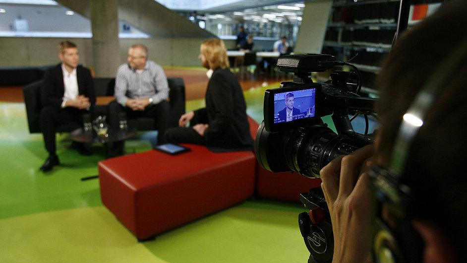 Hybatelé českého byznysu se setkávají před kamerou v pořadu Face to Face. Jako první dorazili Radim Jančura a Leoš Novotný