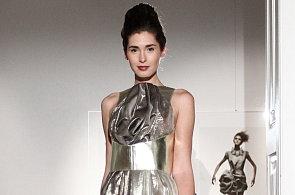 Přehlídka Liběny Rochové: Kabát jako velký svetr, kašmírové šaty a zlatá kůže