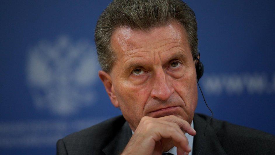 Eurokomisař  Günther Oettinger je optimista. Od druhého čtvrtletí 2017 podle něj roamingové poplatky v EU pravděpodobně zmizí.