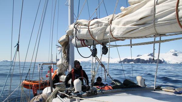 Plachetnice Selma chce doplout do Velryb� z�toky, odkud vyr�el Amundsen