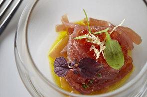 Špagety z tuňáka s pomerančem mohou evokovat Itálii, ale voní po Asii