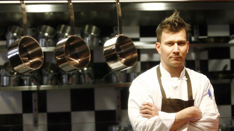 Šéfkuchař restaurace La Degustation Bohéme Bourgeoise Oldřich Sahajdák, oceněný hvězdou gastronomického průvodce Michelin
