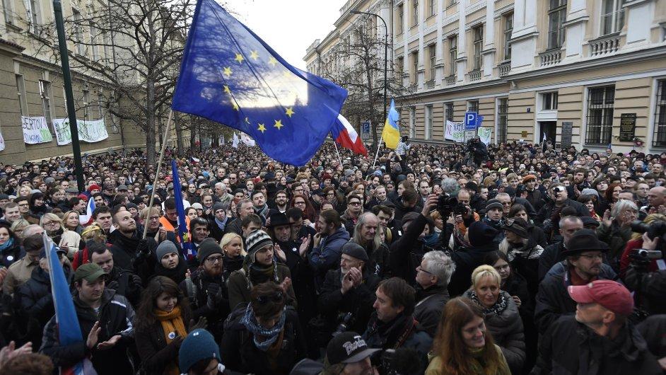 Albertov, Praha, 17. listopad, studenti