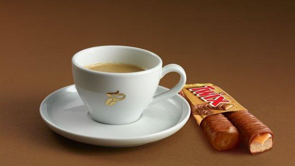 Twix se v kampani propojil s kávou Tchibo