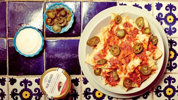 """Nachos jsou pikantní, zábavné a s jedním talířem si může """"vyhrát"""" celý stůl."""
