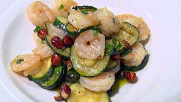 Připravte si jednoduchý salát z cukety a krevet jako z restaurace Food Story