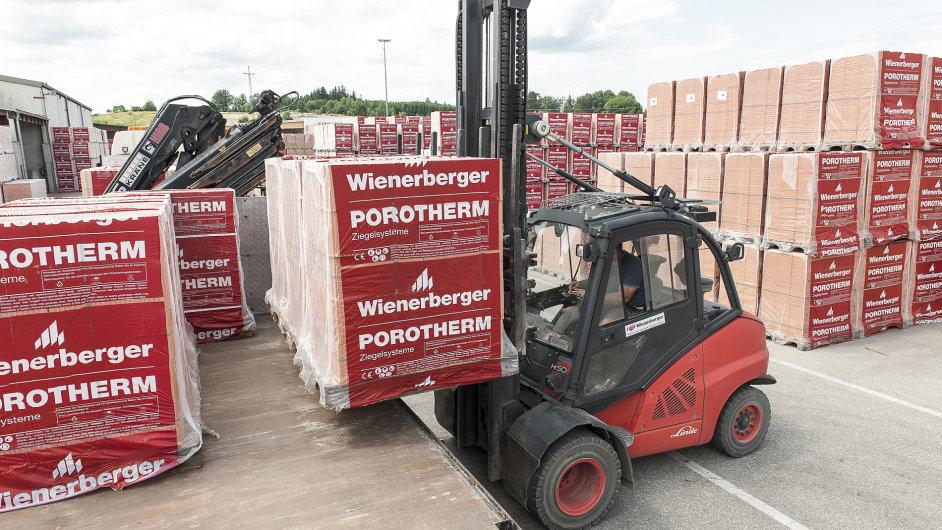 Forklift delivering clay block palettes