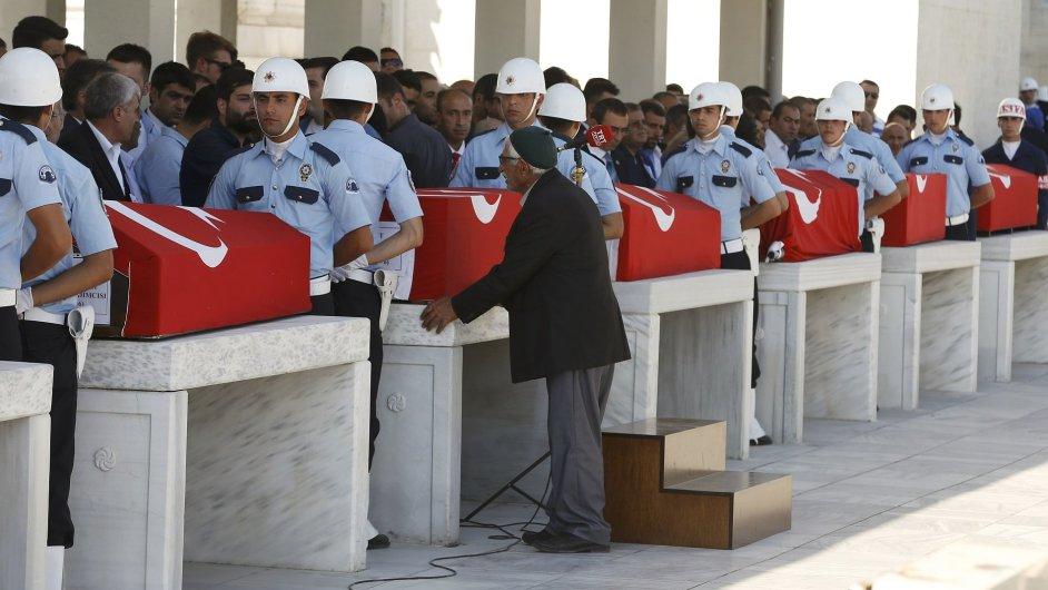 Na rozdíl od strážců pořádku si pučisté podle istanbulské radnice řádný pohřeb nezaslouží.