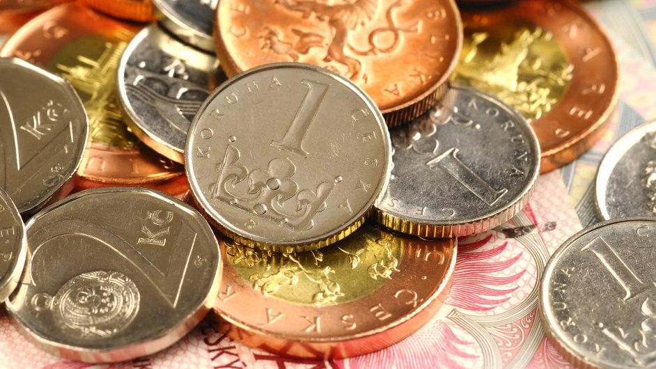 peníze koruny bankovky mince česká české