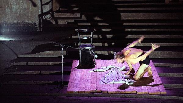 Snímek ze zkoušky inscenace The Trial.