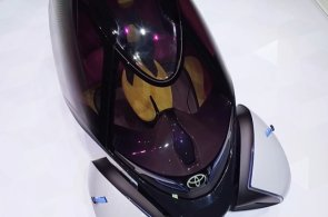 Toyota v Ženevě představila elektromobil budoucnosti, ovládá se joystickem