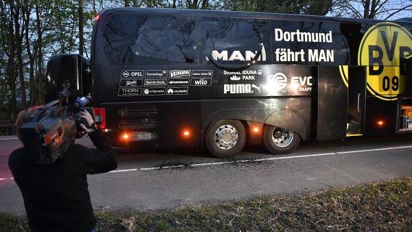 Autobus fotbalistů Borussie Dortmund, který poškodily exploze.